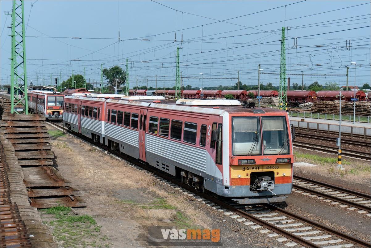 Vésztő felé Püspökladányban lehet átszállni, de ezek a formás motorkocsik egyelőre főleg Biharkeresztes felé járnak.